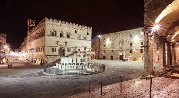 Fontana maggiore a perugia bella umbria for Arredare milano piazza iv novembre