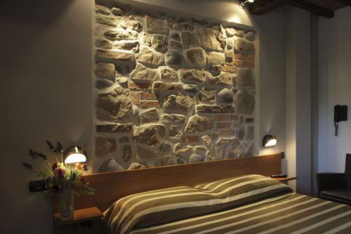Benessere spa oasi villaggio marsciano bella umbria - Parete in pietra camera da letto ...