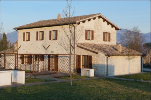 Casale marroggia foligno bella umbria for Esterno di case di campagna francesi
