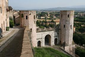 Torri Di Properzio And Porta Venere