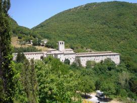 Parco del Monte Cucco e tour delle Abbazie