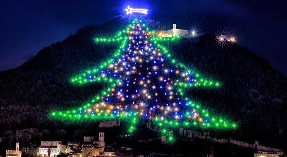 Albero Di Natale Gubbio.Accensione Albero Gubbio Bella Umbria